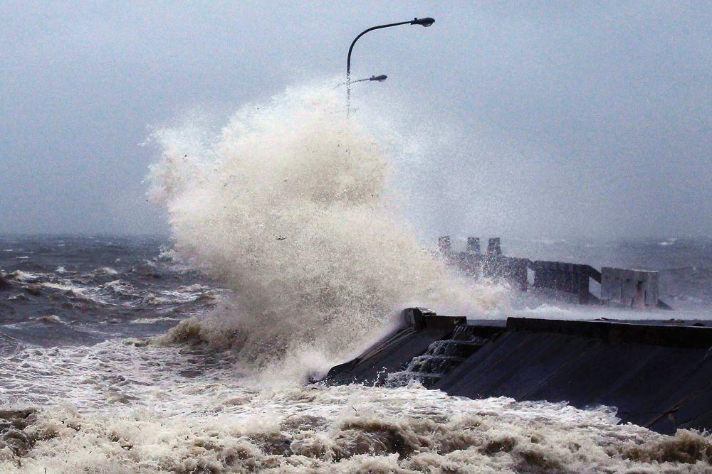 По данным государственной метеорологической службы Филиппин Pagasa, скорость ветра в центре тайфуна достигала 185 км/час при порывах 210 км/час. Высота волн у берега превышала 4,5 метра.