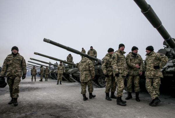 Бойцам АТО передали новые танки, БТР, артустановки и вертолеты