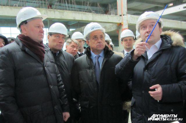 Виталий Мутко и Николай Цуканов осмотрели строящиеся здания аэропорта Храброво.
