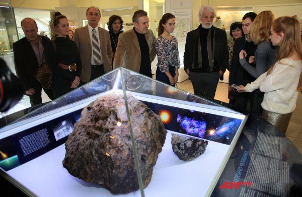 Осмотр Челябинского метеорита
