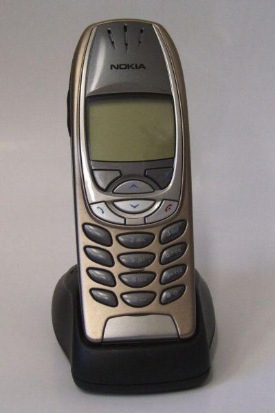 В 2002 году на рынок вышла новая модель Nokia – 6310i. Это было удобное и довольно быстрое по тем временам устройство, поддерживавшее Java-приложения. Вкупе с аккумулятором, обеспечивавшим долгое время автономной работы, этот телефон был одним из наиболее востребованных.