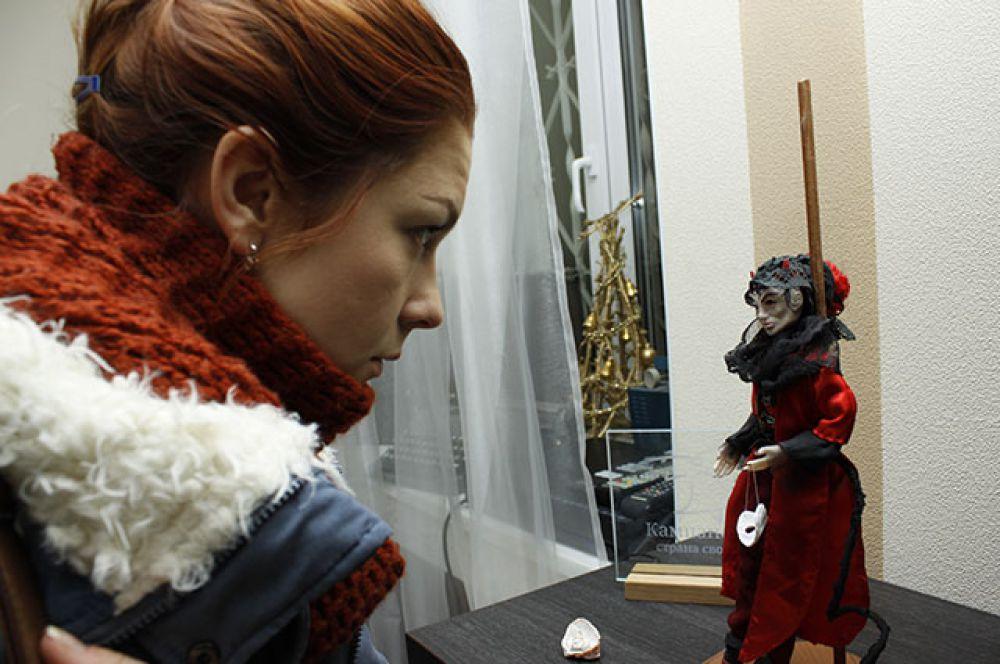 Детали внешности и одежда продумываются для  каждой куклы индивидуально.