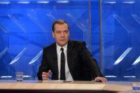 Дмитрий Медведев во время встречи в прямом эфире с представителями федеральных телеканалов в студии телецентра «Останкино».
