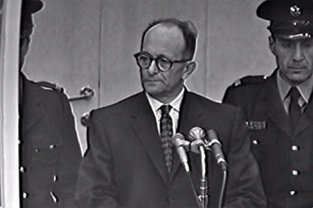 Эйхман во время судебного процесса в Иерусалиме.