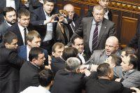 При голосовании за новое правительство депутаты едва не намяли друг другу бока.