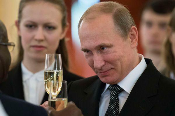 Владимир путин уже становился победителем премии «Человек года» по версии Time в 2007 году. На тот момент журнал был самым читаемым в США. Между тем, в 2014-м Путина признал самым влиятельным человеком года журнал Forbes.
