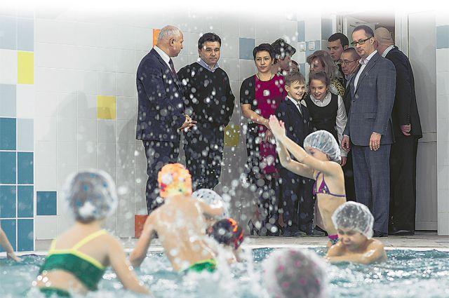 В Шаховской открыли для детишек первый плавательный бассейн.