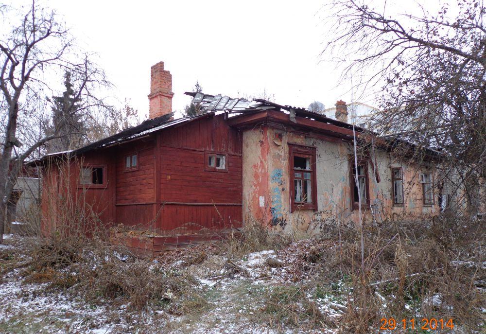 Сгоревший флигель дома на улице Луначарского, 9.