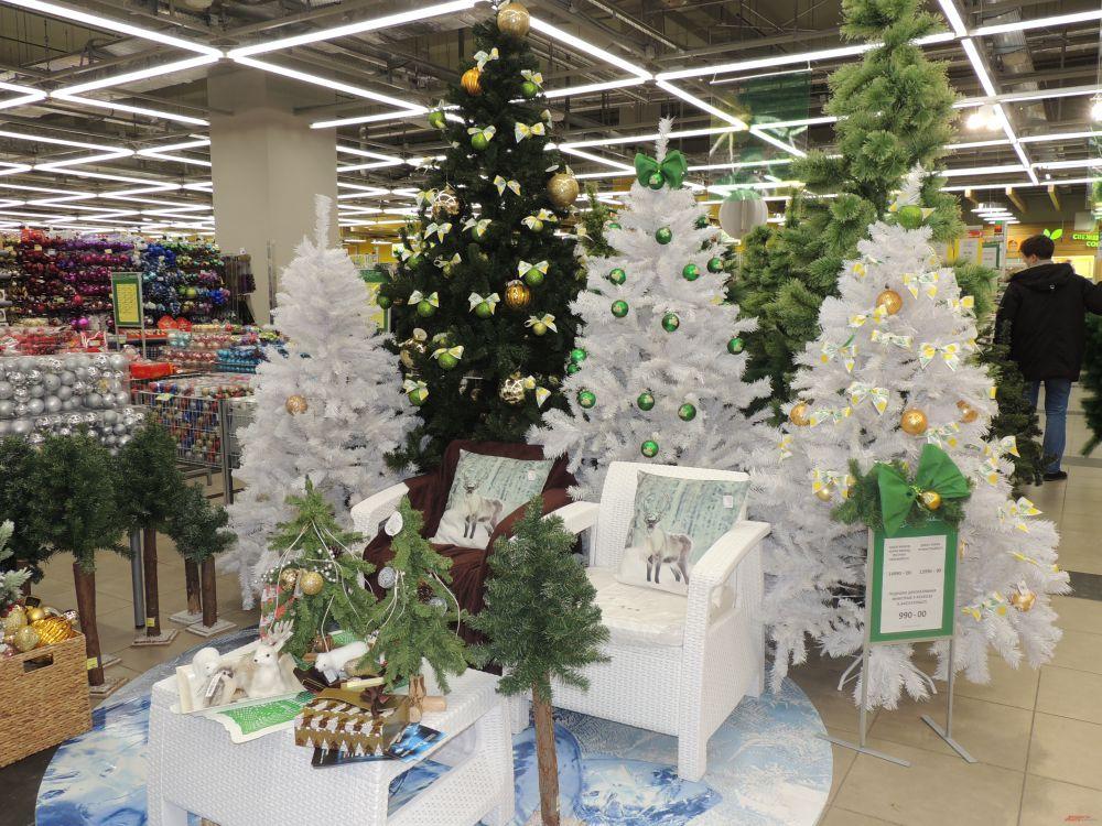 Елочный лес в супермаркете.
