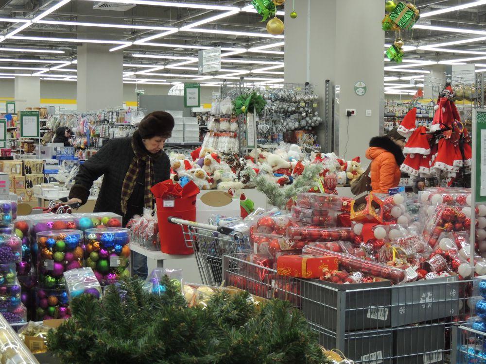 Пермяки интересуются ценами на новогодние сувениры.