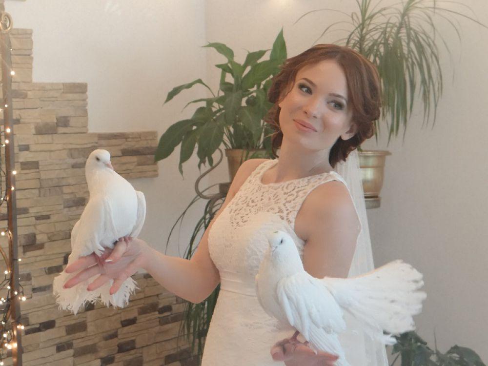 Первые молодожены «представляют» педагогический университет и УлГУ.
