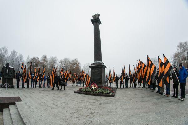Во флешмобе приняли участие около тысячи человек: школьники и студенты, сотрудники брянских компаний, чиновники.