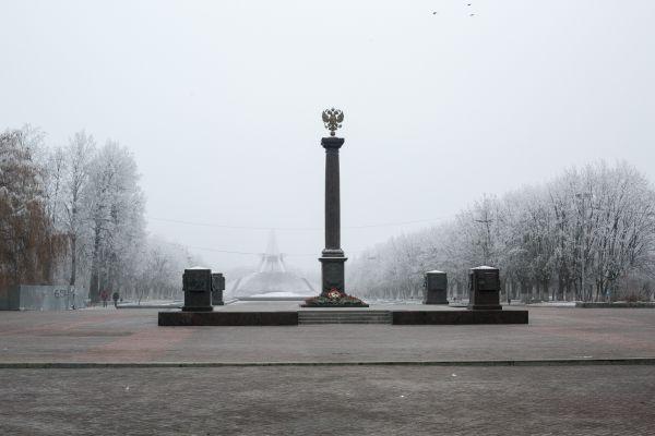 Праздничные мероприятия в Брянске прошли на площади Воинской славы, которая была создана в 2010 году после присвоения городу звания Города воинской славы.