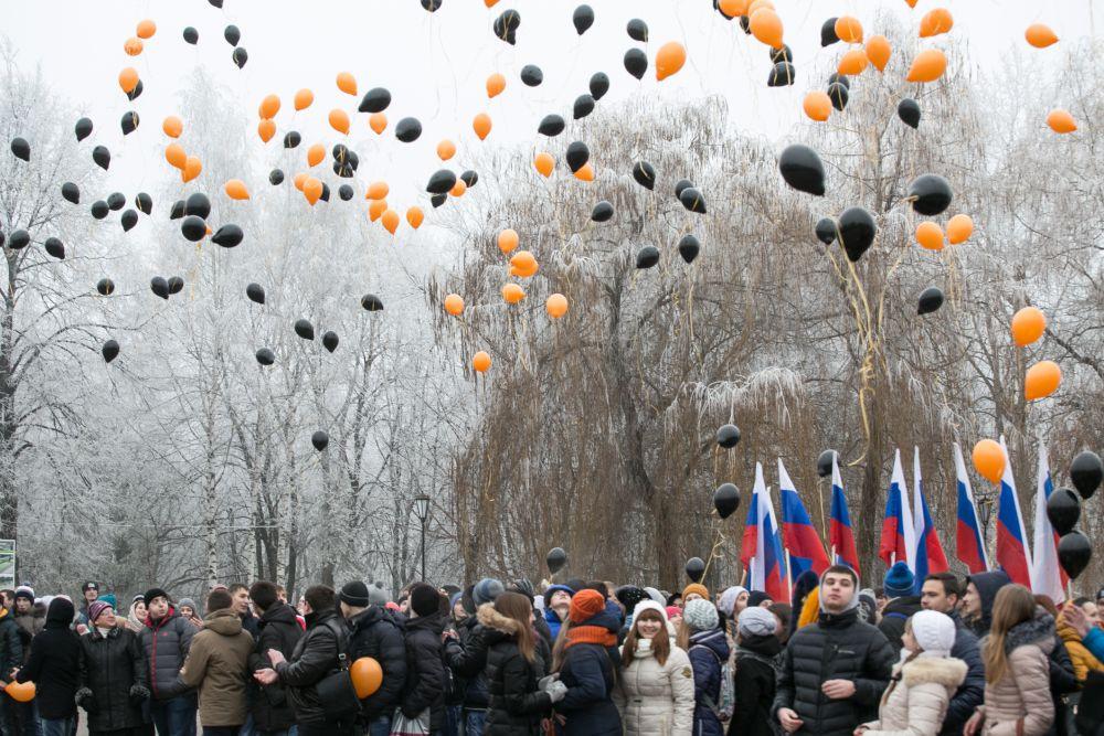 В небо над Брянском поднялись несколько сотен воздушных шаров.