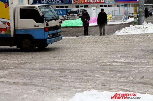 Часть дороги на Ворошилова перед торговым центром