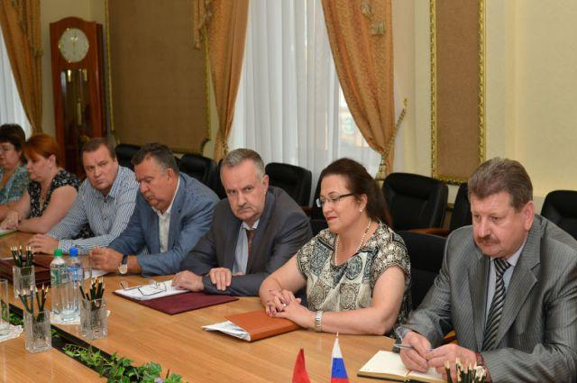 Андрей Вихарев на заседании правительства Брянской области (третий слева).