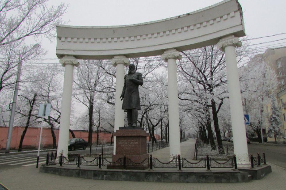 Памятник генерал-губернатору Никифораки