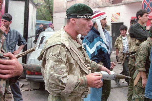 По данным Центра этнополитических и региональных исследований и SIPRI, потери со стороны боевиков составили более 2500 человек.