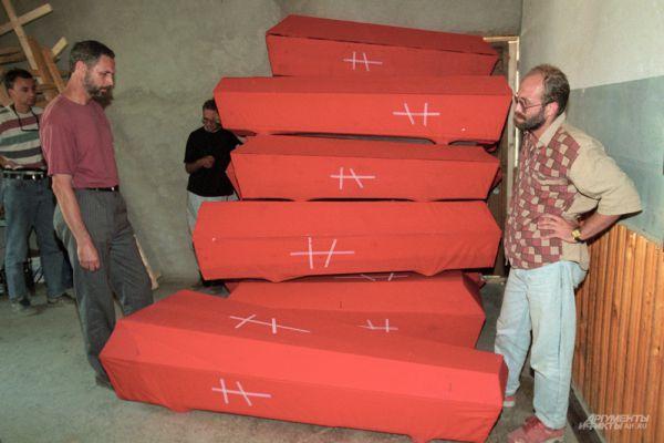 14 июня 195 чеченских боевиков во главе с Шамилем Басаевым захватили в заложники более 1600 жителей Будённовска, которых согнали в местную больницу. В результате штурма 17 июня был освобожден из плена 61 человек. После переговоров 19 июня террористы отпустили оставшихся заложников, боевикам позволили вернуться в Чечню.