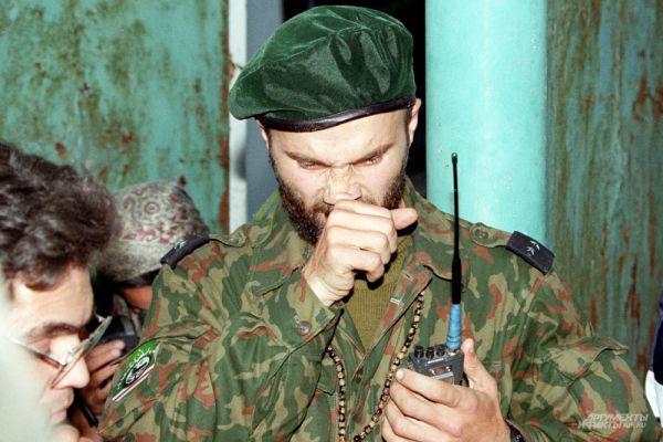 На стороне боевиков воевало более 5000 наёмников из 14 государств ближнего и дальнего зарубежья - в том числе из Афганистана, Пакистана, Турции, Азербайджана и Таджикистана.