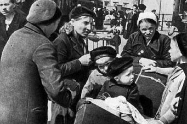 Матерей с маленькими детьми эвакуировали в первую очередь.