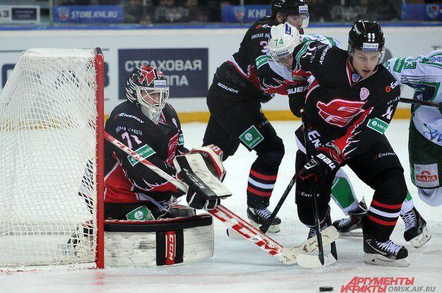 Омский «Авангард» одержал пятую победу в чемпионате КХЛ.