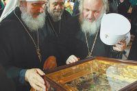 Москва, 2009 г. Митрополит Кирилл у чудотворной иконы. На следующий день он будет избран Патриархом Московским и всея Руси.