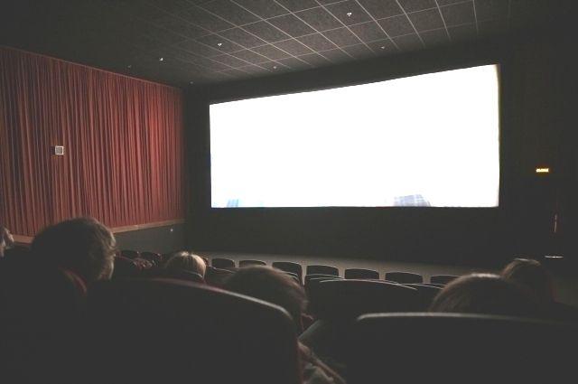 В Омске показали фильм для незрячих и глухих людей.