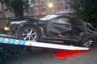 Автомобиль Dodge, после столкновения с которым Infiniti протаранил остановку.