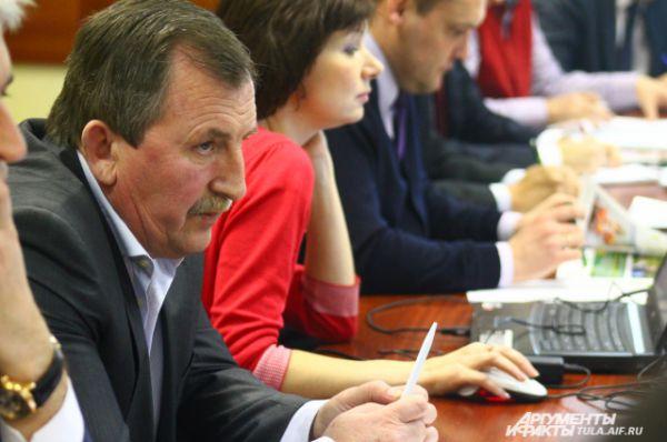 Генеральный директор  ООО «Тесницкое» Сергей Власов предлагает внести изменения в закон о землях сельхозназначения, чтобы изымать земли у нерадивых хозяев до того, как они их совсем запустят.