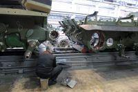 Сборка танков в производственном цехе «Уралвагонзавода»