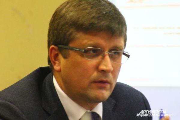 Генеральный директор  ООО «Алексинский мясокомбинат» Владимир Малышев настаивает: надо менять систему взаимоотношений производителей товаров и сетевиков. С ним согласны практически все участники круглого стола.