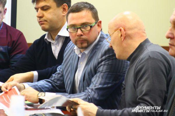 Круглый стол стал деловой площадкой, на которой руководители предприятий знакомились друг с другом и обсуждали возможности сотрудничества.