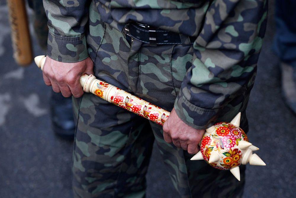 Бойцы ополчения на Донбассе тоже решили проявить индивидуальность. Булава расписанная под хохлому – достойный ответ катапульте от «майдановцев».