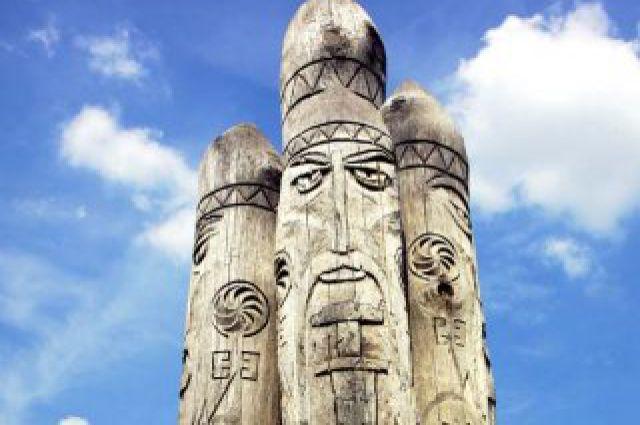 Статуя Перуна.