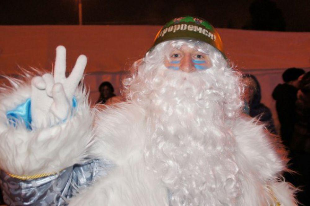 Хитом вечера стал «Вежливый Дед Мороз» Так его прозвали за то, что он ходил в военной каске.