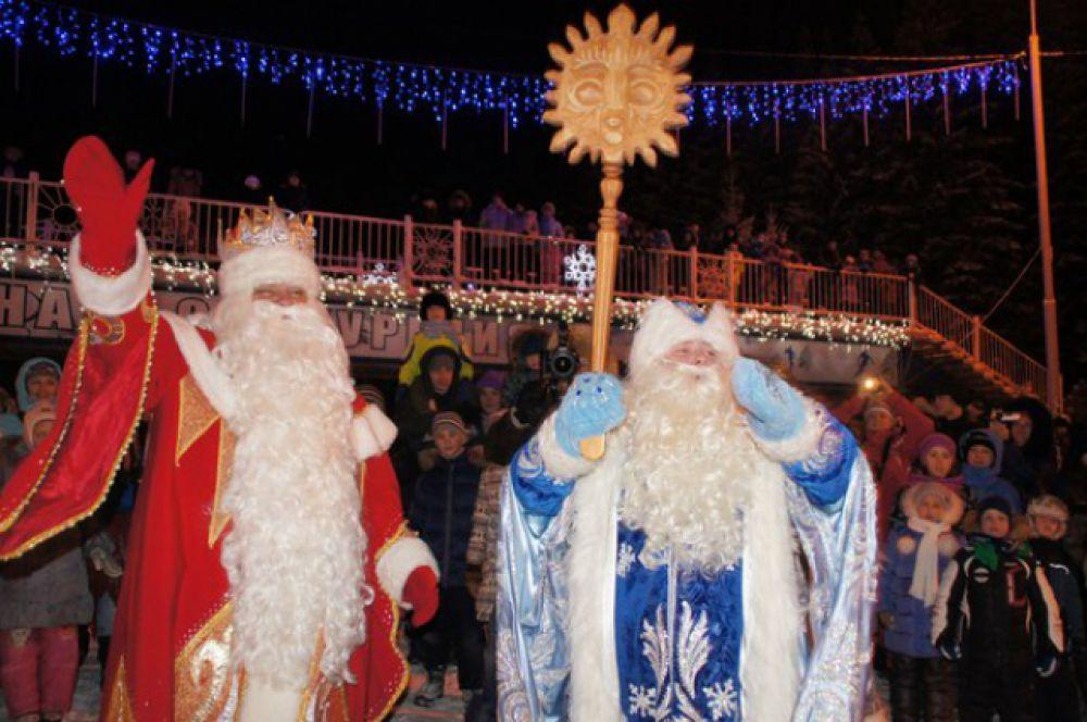 Наконец главный Дед Мороз из Великого Устюга объявил победителя - им стал Дед Мороз из Когалыма.