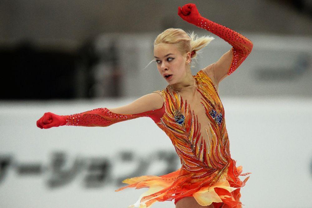 Анна Погорилая для своей произвольной программы выбрала отрывок из балета Игоря Стравинского «Жар-Птица», подобрав и соответствующий названию яркий наряд.