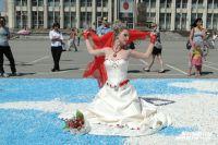 В Туле ежегодно проходят парады невест, а теперь заново надеть белое платье можно и в ЗАГС.