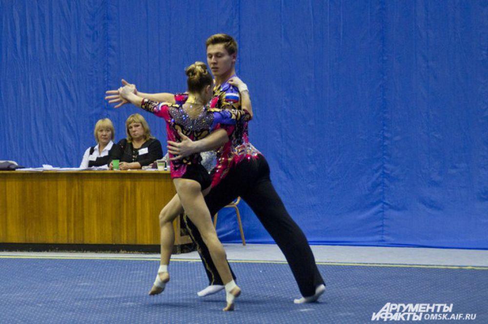 В Омске состоялся Всероссийский турнир по акробатике.