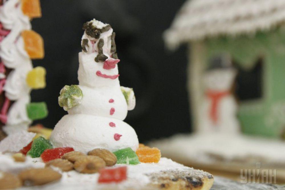 Пирожное в виде снеговика