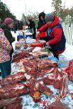 Самым ходовым товаром на фестивале были пельмени и мясо