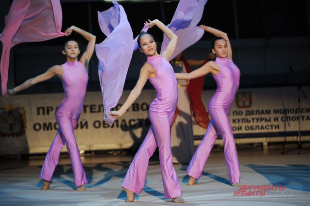 В Омске прошёл турнир по художественной гимнастике имени Галины Горенковой.