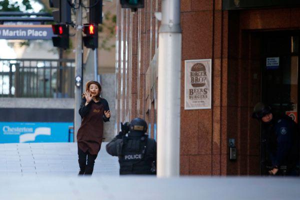 Генеральное консульство Российской Федерации в Сиднее пока не располагает информацией о том, есть ли граждане РФ среди захваченных в заложники в центре города.