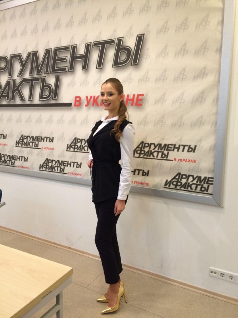 Восхищается двумя признанными миром красавицами – Оксаной Федоровой и Айшварией Рай. Первая получила титул «Мисс Вселенная-2002», а вторая стала «Мисс мира» в 1994 году