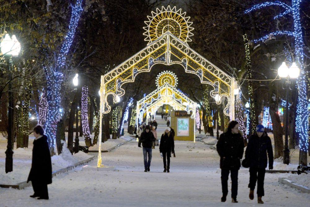 Посетители на фестивале «Лучший город зимы» на Гоголевском бульваре.