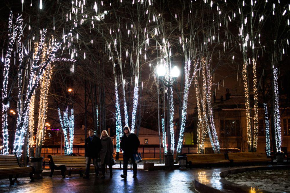 Новогодняя иллюминация в Новопушкинском сквере.