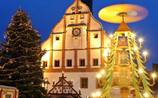 Необычная конструкция стала серьезной конкуренткой традиционному новогоднему дереву