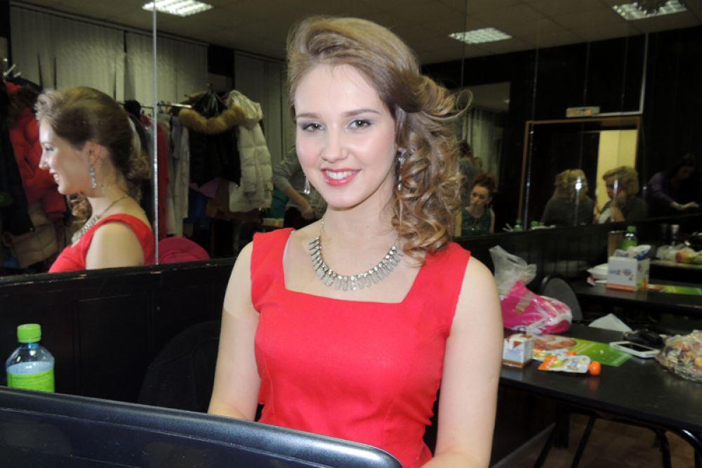 Мария Синева - тележурналист и даже на конкурсе не расстается с ноутбуком.