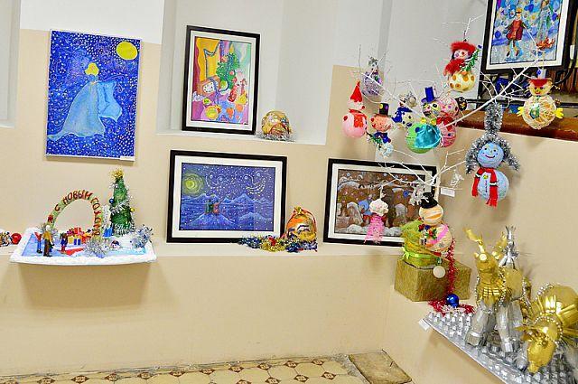 Выставка расположилась в фойе районной администрации Владивостока.
